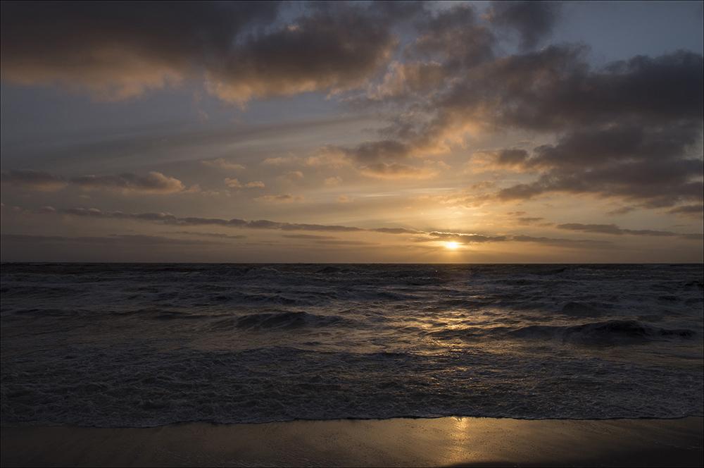 Sonnenuntergang am Strand von Hörnum auf der Nordseeinsel Sylt (Landkreis Nordfriesland).