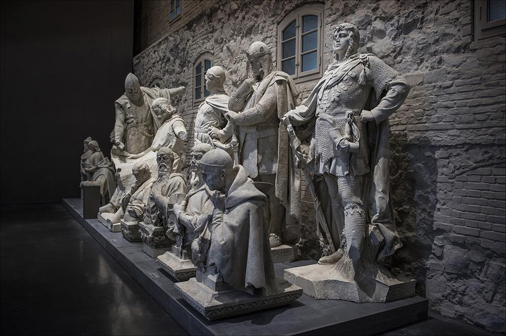 """Denkmäler in der Ausstellung """"Enthüllt. Berlin und seine Denkmäler"""" im Provianthaus der Zitadelle in Berlin-Spandau."""