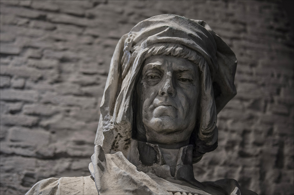 """Das Standbild von Bernd Ryke (1358 - 1414) in der Ausstellung """"Enthüllt. Berlin und seine Denkmäler"""" im Provianthaus der Zitadelle in Berlin-Spandau."""