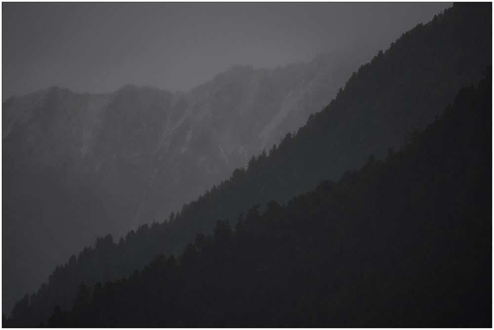 Dauerregen im Horlachtal, einem Seitental des Ötztales in den Ötztaler Alpen in Tirol, Österreich. Das Horlachtal gehört zum Naturpark Ötztaler Alpen.