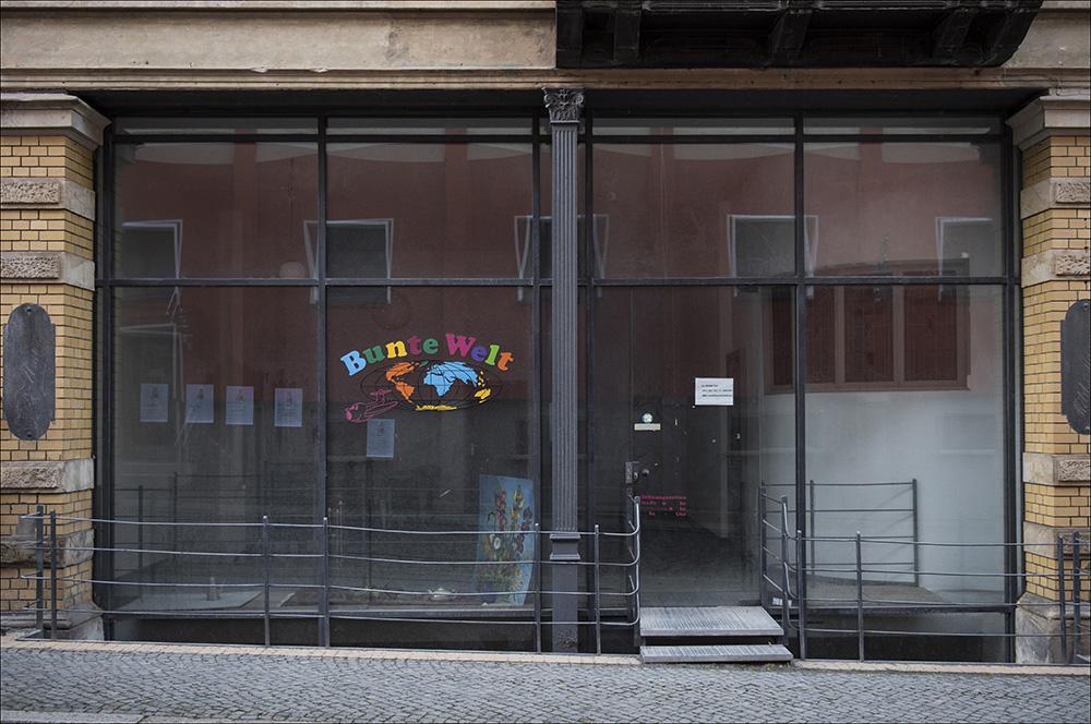 Ein leerstehendes Geschäft, ein ehemaliges Reisebüro, in der Altstadt von Blankenburg (Harz). So wie dieses Geschäft stehen viele Geschäfte in der Altstadt leer.